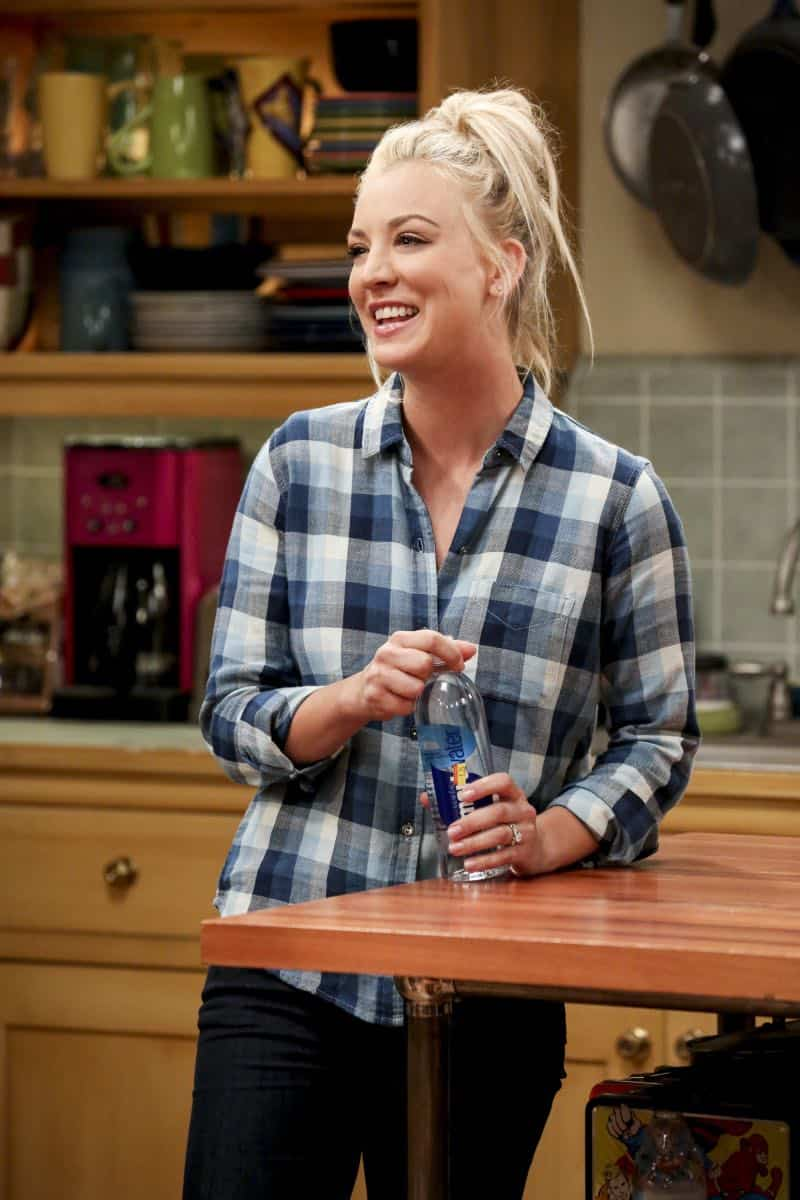 """""""The Geology Methodology"""" – Pictured: Penny (Kaley Cuoco). Sheldon and Bert collaborate on a research project, despite Sheldon's embarrassment. Also, Penny and Bernadette coach Koothrappali on how to navigate his relationship with Ruchi (Swati Kapila), on THE BIG BANG THEORY, Thursday, Nov. 9 (8:00-8:31 PM, ET/PT), on the CBS Television Network. Photo: Michael Yarish/Warner Bros. Entertainment Inc. © 2017 WBEI. All rights reserved."""