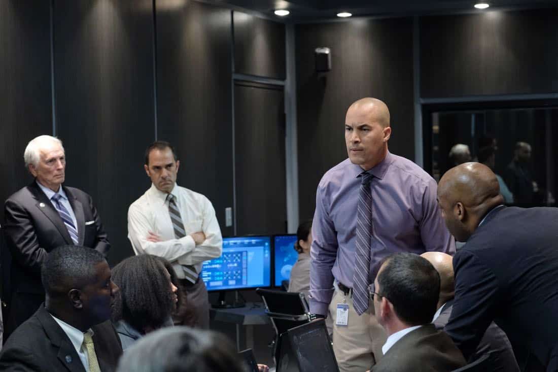 """THE GIFTED:  Coby Bell (C) in the """"got your siX"""" episode of THE GIFTED airing Monday, Nov. 6 (9:00-10:00 PM ET/PT) on FOX.  ©2017 Fox Broadcasting Co.  Cr:  Eliza Morse/FOX"""