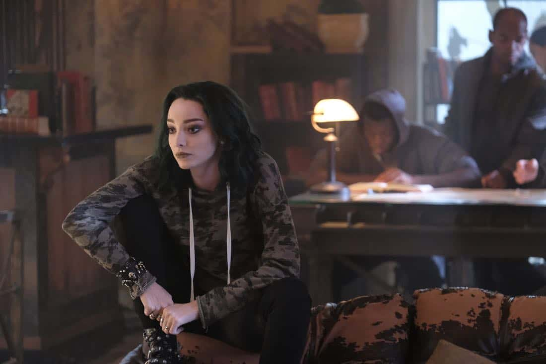 """THE GIFTED:  Emma Dumont in the """"got your siX"""" episode of THE GIFTED airing Monday, Nov. 6 (9:00-10:00 PM ET/PT) on FOX.  ©2017 Fox Broadcasting Co.  Cr:  Eliza Morse/FOX"""