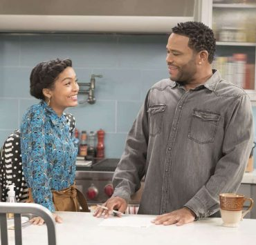 """BLACK-ISH - """"First and Last"""" - Diane experiences a big life event toward becoming a woman and Bow, Ruby, Zoey and Alicia are there to support her. Meanwhile, afraid that he may never be able to beat Junior at basketball again, Dre conducts psychological warfare on Junior before challenging him to a game, on """"black-ish,"""" TUESDAY, NOV. 7 (9:00-9:30 p.m. EST), on The ABC Television Network. (ABC/Eric McCandless) YARA SHAHIDI, ANTHONY ANDERSON"""