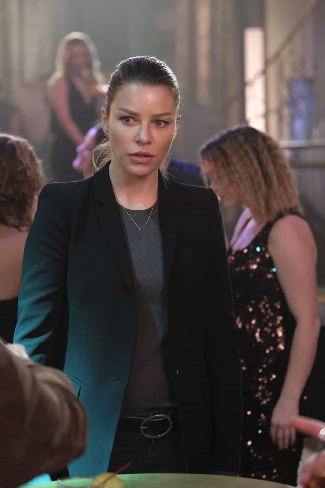 "LUCIFER: Lauren German in the ""Off The Record"" episode of LUCIFER airing Monday, Nov. 13 (8:00-9:00 PM ET/PT) on FOX. CR:  Michael Courtney/FOX"
