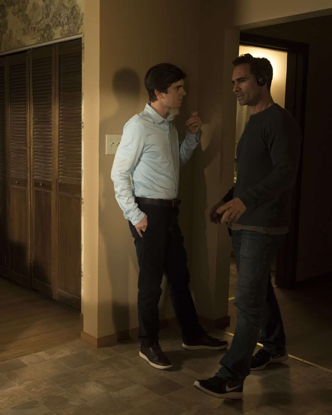 """THE GOOD DOCTOR - """"Apple"""" - During a robbery at the grocery mart Dr. Shaun Murphy is shopping at, his communication limitations puts lives at risk. Meanwhile, after Shaun's traumatic day, Dr. Aaron Glassman worries that he isn't doing enough to help Shaun, on """"The Good Doctor,"""" MONDAY, NOV. 20 (10:01-11:00 p.m. EST), on The ABC Television Network. (ABC/Jack Rowand) FREDDIE HIGHMORE, NESTOR CARBONELL (DIRECTOR)"""