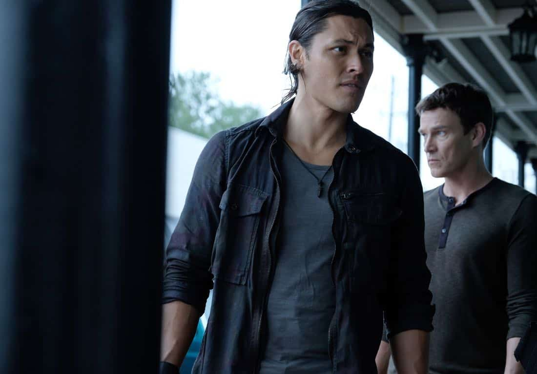 "THE GIFTED:  L-R:  Blair Redford and Stephen Moyer in the ""threat of eXtinction"" episode of THE GIFTED airing Monday, Nov. 20 (9:00-10:00 PM ET/PT) on FOX.  ©2017 Fox Broadcasting Co.  Cr: Eliza Morse/FOX"