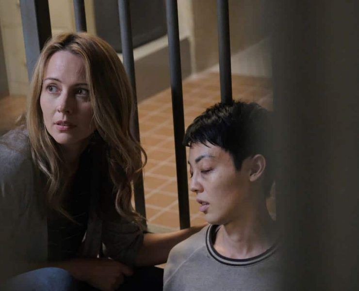 "THE GIFTED: Amy Acker and guest star Chloe Tan in the ""threat of eXtinction"" episode of THE GIFTED airing Monday, Nov. 20 (9:00-10:00 PM ET/PT) on FOX. ©2017 Fox Broadcasting Co. Cr: Eliza Morse/FOX"