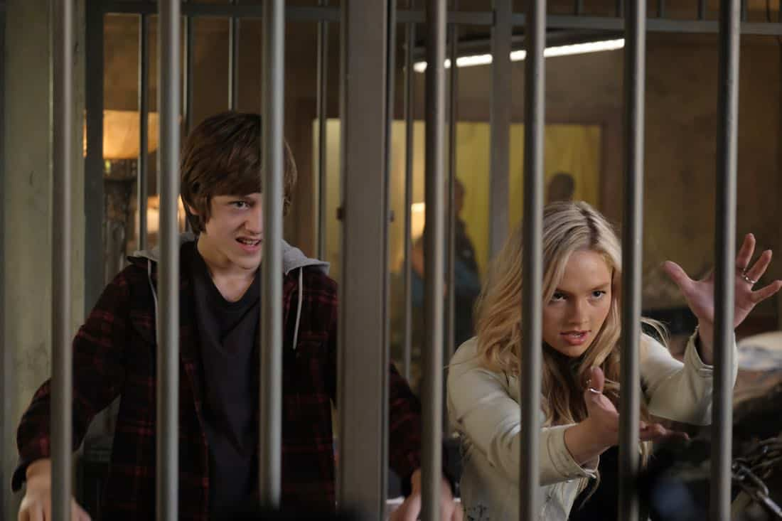 "THE GIFTED:  L-R:  Percy Hynes White and Natalie Alyn Lind in the ""threat of eXtinction"" episode of THE GIFTED airing Monday, Nov. 20 (9:00-10:00 PM ET/PT) on FOX.  ©2017 Fox Broadcasting Co.  Cr: Eliza Morse/FOX"