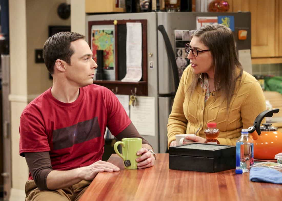 """""""The Bitcoin Entanglement"""" -- Pictured: Sheldon Cooper (Jim Parsons) and Amy Farrah Fowler (Mayim Bialik). Sheldon tries to teach the guys a lesson after they cut him out of a potentially valuable Bitcoin investment. Also, a seven-year-old video reveals a secret about Leonard and Penny's relationship, on THE BIG BANG THEORY, Thursday, Nov. 30 (8:00-8:31 PM, ET/PT) on the CBS Television Network. Photo: Michael Yarish/Warner Bros. Entertainment Inc. © 2017 WBEI. All rights reserved."""