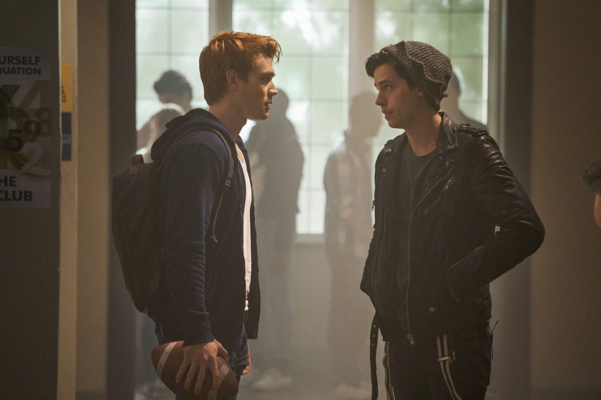 """Riverdale -- """"Chapter Twenty: Tales from the Darkside"""" -- Image Number: RVD207b_0212.jpg -- Pictured (L-R): KJ Apa as Archie Andrews and Cole Sprouse as Jughead Jones -- Photo: Shane Harvey/The CW -- © 2017 The CW Network. All Rights Reserved"""