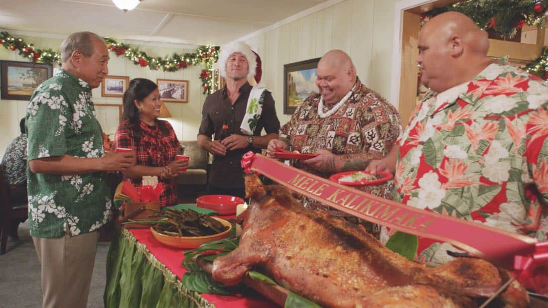 """Oni kalalea ke kū a ka lā'au loa""-- It's Christmas Eve and Danny tells Charlie a bedtime story about a recent Five-0 case involving bad Santas and a holiday miracle, on HAWAII FIVE-0, at a special time, Friday, Dec. 15 (10:00-11:00 PM, ET/PT) on the CBS Television Network. Real-life military veterans Jason Redman, Steven Jackel, Kathryn Taylor-Smith and J. Eddie Martinez guest star as veterans who help McGarrett with the case. Pictured left to right: Dennis Chun as Sgt. Duke Lukela, Kimee Balmilero as Dr. Noelani Cunha, Alex O'Loughlin as Steve McGarrett, Shawn Mokuahi Garnett as Flippa, and Taylor Wily as Kamekona. Photo credit: Screengrab/©2017 CBS Broadcasting, Inc. All Rights Reserved.     (""'Oni kalalea ke kū a ka lā'au loa"" is Hawaiian for ""A Tall Tree Stands Above the Others"")"
