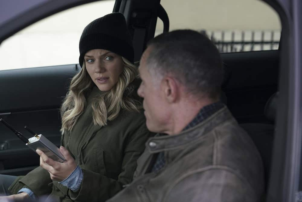 """CHICAGO P.D. -- """"Rabbit Hole"""" Episode 510 -- Pictured: (l-r) Tracy Spiridakos as Hailey Upton, Jason Beghe as Hank Voight -- (Photo by: Parrish Lewis/NBC)"""