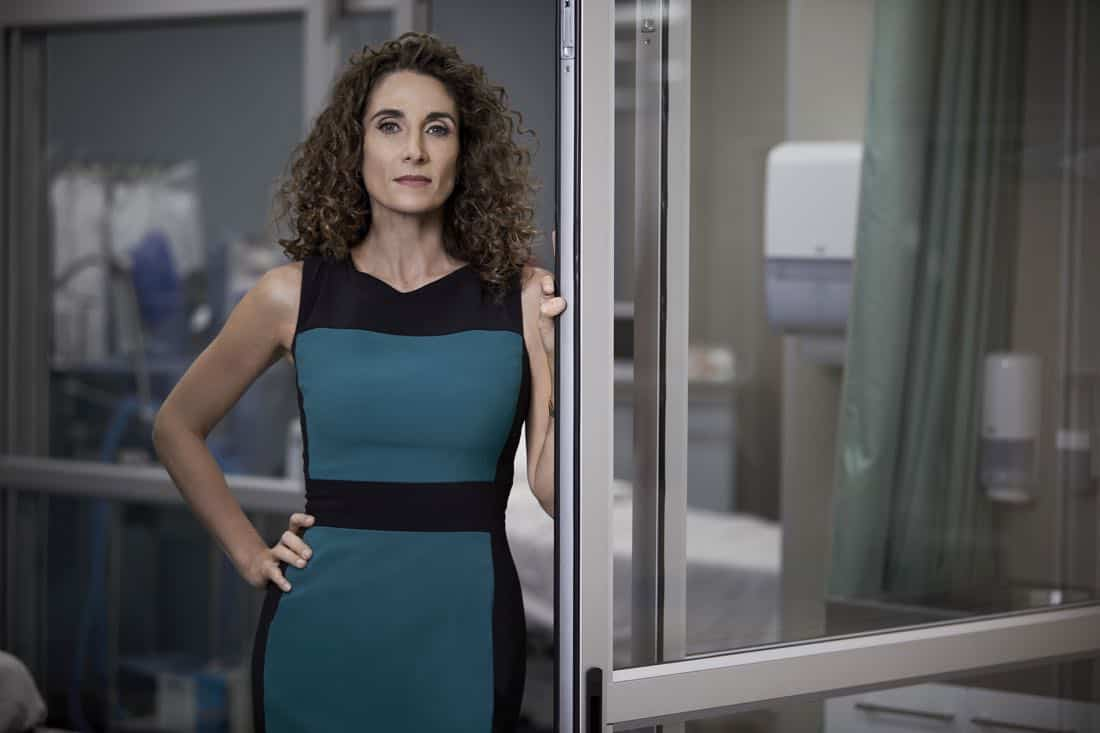 THE RESIDENT: Melina Kanakaredes as Dr. Lane Hunter in THE RESIDENT premiering Sunday, Jan. 21 (10:00-11:00 PM ET/7:00-8:00 PM PT), following the NFC CHAMPIONSHIP GAME, and makes its time period premiere on Monday, Jan. 22 (9:00-10:00 PM ET/PT).on FOX. ©2017 Fox Broadcasting Co. Cr: Justin Stephens/FOX