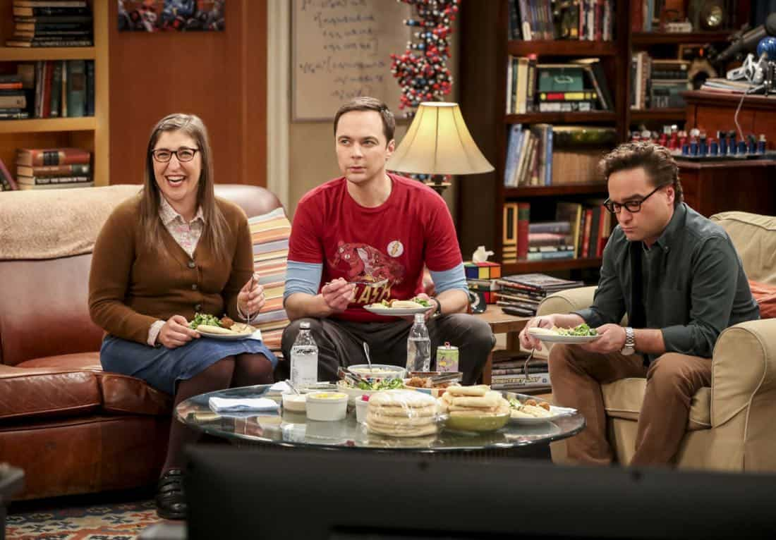 """""""The Solo Oscillation"""" -- Pictured: Amy Farrah Fowler (Mayim Bialik), Sheldon Cooper (Jim Parsons) and Leonard Hofstadter (Johnny Galecki). When Sheldon kicks Amy out to work solo, she and Leonard bond during a series of science experiments. Also, Bert the geologist replaces Wolowitz in the band Footprints on the Moon, and Sheldon finds Penny a surprising source of scientific inspiration, on THE BIG BANG THEORY, Thursday, Jan. 11 (8:00-8:31 PM, ET/PT) on the CBS Television Network. Laurie Metcalf returns as Sheldon's mother, Mary. Photo: Michael Yarish/Warner Bros. Entertainment Inc. © 2017 WBEI. All rights reserved."""