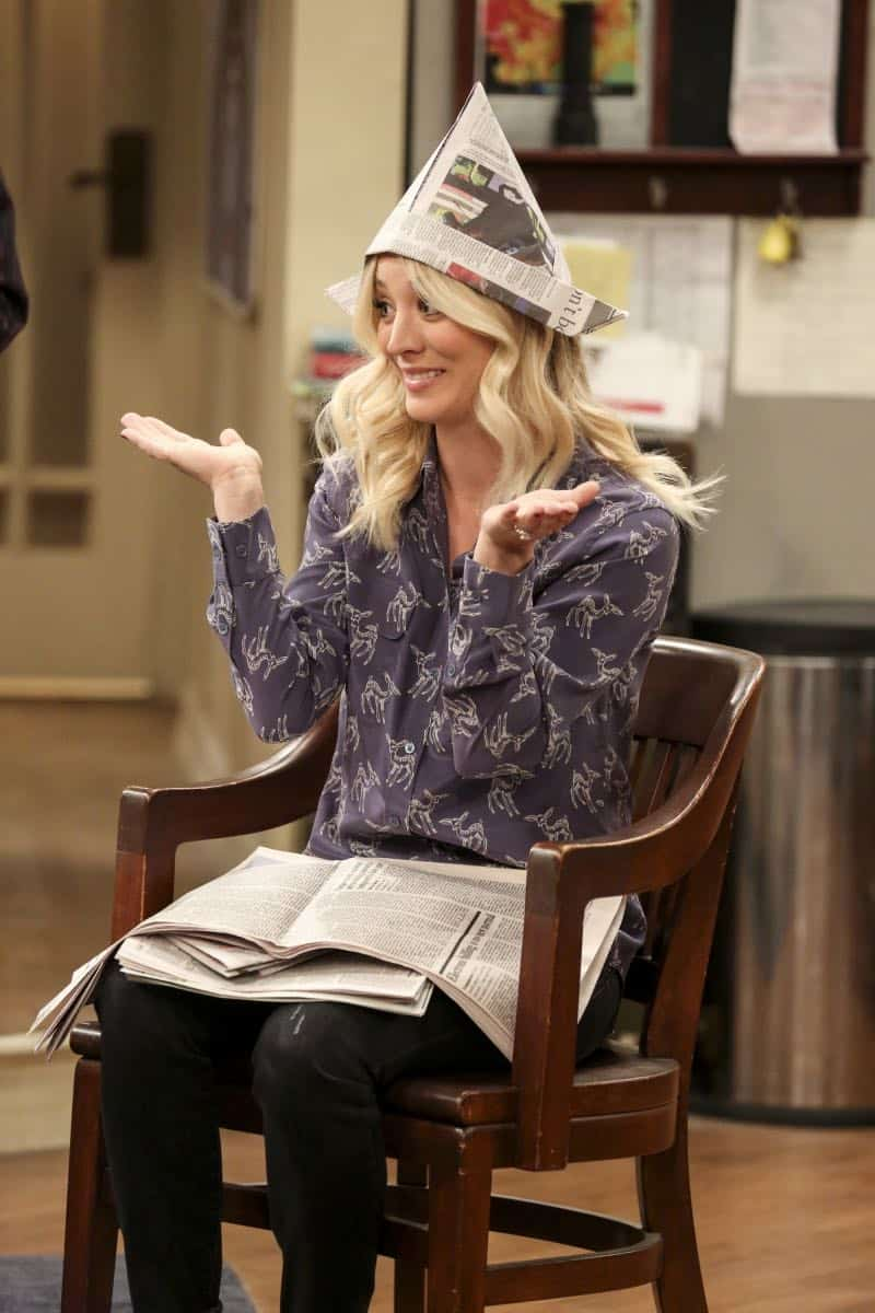"""""""The Solo Oscillation"""" -- Pictured: Penny (Kaley Cuoco). When Sheldon kicks Amy out to work solo, she and Leonard bond during a series of science experiments. Also, Bert the geologist replaces Wolowitz in the band Footprints on the Moon, and Sheldon finds Penny a surprising source of scientific inspiration, on THE BIG BANG THEORY, Thursday, Jan. 11 (8:00-8:31 PM, ET/PT) on the CBS Television Network. Laurie Metcalf returns as Sheldon's mother, Mary. Photo: Michael Yarish/Warner Bros. Entertainment Inc. © 2017 WBEI. All rights reserved."""