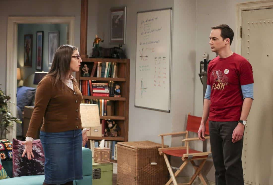 """""""The Solo Oscillation"""" -- Pictured: Amy Farrah Fowler (Mayim Bialik) and Sheldon Cooper (Jim Parsons). When Sheldon kicks Amy out to work solo, she and Leonard bond during a series of science experiments. Also, Bert the geologist replaces Wolowitz in the band Footprints on the Moon, and Sheldon finds Penny a surprising source of scientific inspiration, on THE BIG BANG THEORY, Thursday, Jan. 11 (8:00-8:31 PM, ET/PT) on the CBS Television Network. Laurie Metcalf returns as Sheldon's mother, Mary. Photo: Michael Yarish/Warner Bros. Entertainment Inc. © 2017 WBEI. All rights reserved."""
