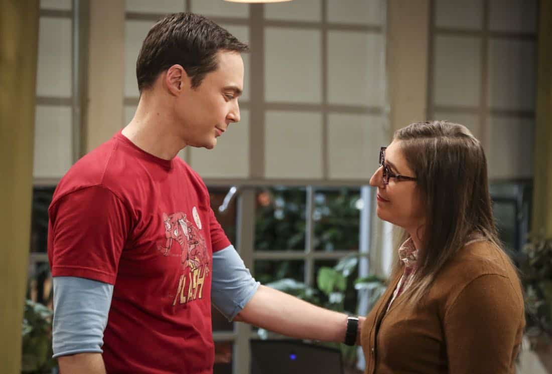 """""""The Solo Oscillation"""" -- Pictured: Sheldon Cooper (Jim Parsons) and Amy Farrah Fowler (Mayim Bialik). When Sheldon kicks Amy out to work solo, she and Leonard bond during a series of science experiments. Also, Bert the geologist replaces Wolowitz in the band Footprints on the Moon, and Sheldon finds Penny a surprising source of scientific inspiration, on THE BIG BANG THEORY, Thursday, Jan. 11 (8:00-8:31 PM, ET/PT) on the CBS Television Network. Laurie Metcalf returns as Sheldon's mother, Mary. Photo: Michael Yarish/Warner Bros. Entertainment Inc. © 2017 WBEI. All rights reserved."""