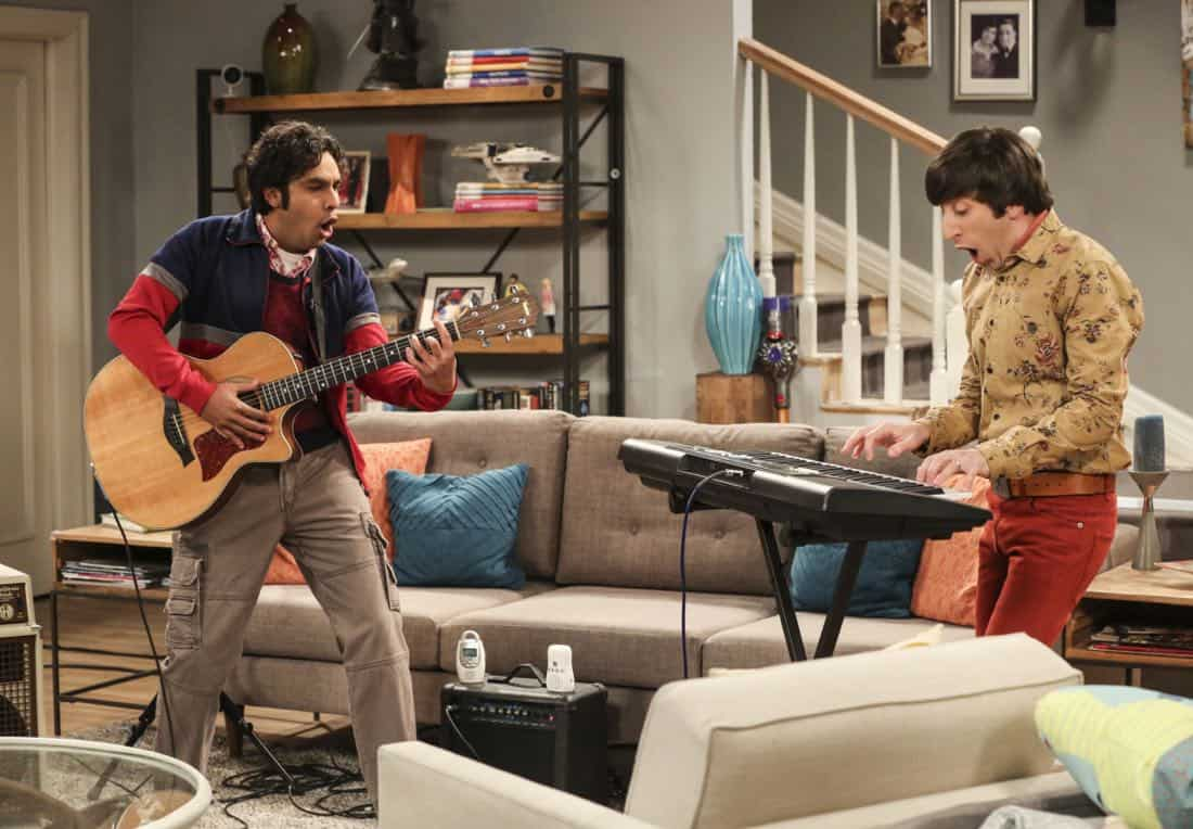 """""""The Solo Oscillation"""" -- Pictured: Rajesh Koothrappali (Kunal Nayyar) and Howard Wolowitz (Simon Helberg). When Sheldon kicks Amy out to work solo, she and Leonard bond during a series of science experiments. Also, Bert the geologist replaces Wolowitz in the band Footprints on the Moon, and Sheldon finds Penny a surprising source of scientific inspiration, on THE BIG BANG THEORY, Thursday, Jan. 11 (8:00-8:31 PM, ET/PT) on the CBS Television Network. Laurie Metcalf returns as Sheldon's mother, Mary. Photo: Michael Yarish/Warner Bros. Entertainment Inc. © 2017 WBEI. All rights reserved."""