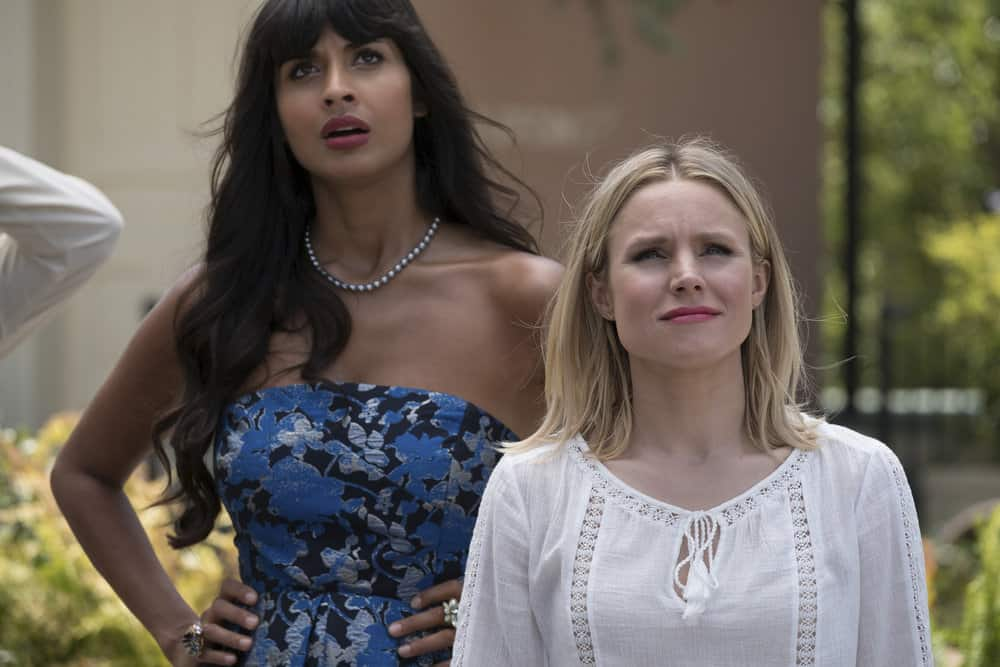 """THE GOOD PLACE -- """"Best Self"""" Episode 210 -- Pictured: (l-r) Jameela Jamil as Tehani, Kristen Bell as Eleanor -- (Photo by: Colleen Hayes/NBC)"""