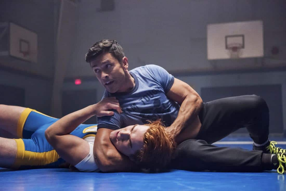 """Riverdale -- """"Chapter Twenty-Four: The Wrestler"""" -- Image Number: RVD211b_0202.jpg -- Pictured (L-R): KJ Apa as Archie and Mark Consuelos as Hiram -- Photo: Dean Buscher/The CW -- © 2018 The CW Network, LLC. All rights reserved."""