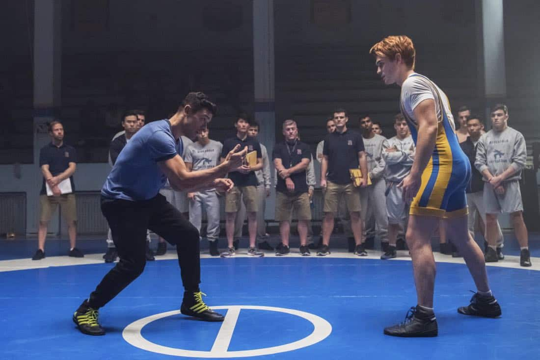 """Riverdale -- """"Chapter Twenty-Four: The Wrestler"""" -- Image Number: RVD211b_0230.jpg -- Pictured (L-R): Mark Consuelos as Hiram and KJ Apa as Archie -- Photo: Dean Buscher/The CW -- © 2018 The CW Network, LLC. All rights reserved."""