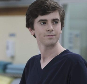 """THE GOOD DOCTOR - """"Islands Part Two"""" - The twins suffer complications from their surgery forcing the team at San Jose Boneventure Hospital to make a life-changing decision. Meanwhile, Dr. Shaun Murphy returns to the hospital after his trip with Lea and decides he needs a more permanent change and gives Dr. Aaron Glassman his two weeks' notice, on """"The Good Doctor,"""" MONDAY, JAN. 15 (10:01-11:00 p.m. EST), on The ABC Television Network. (ABC/Eike Schroter) FREDDIE HIGHMORE"""