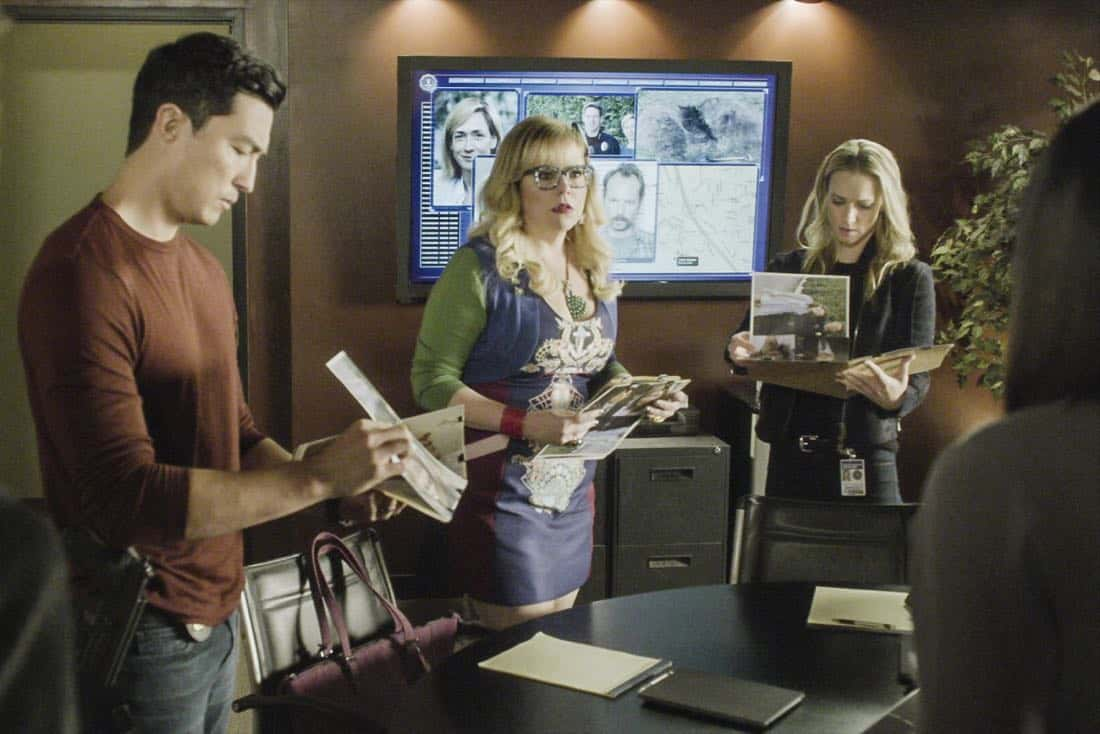 """""""Full-Tilt Boogie"""" -- The BAU team's investigation into the home invasion and attempted homicide of a police chief's wife uncovers a world of secrets in a small town in Virginia, on CRIMINAL MINDS, Wednesday, Jan. 10 (10:00-11:00 PM, ET/PT) on the CBS Television Network.  Pictured: Daniel Henney (Matt Simmons), Kirsten Vangsness (Penelope Garcia), A.J. Cook (Jennifer """"JJ"""" Jareau),   Photo: Best Screen Grab Available ©2017 CBS Broadcasting, Inc. All Rights Reserved"""
