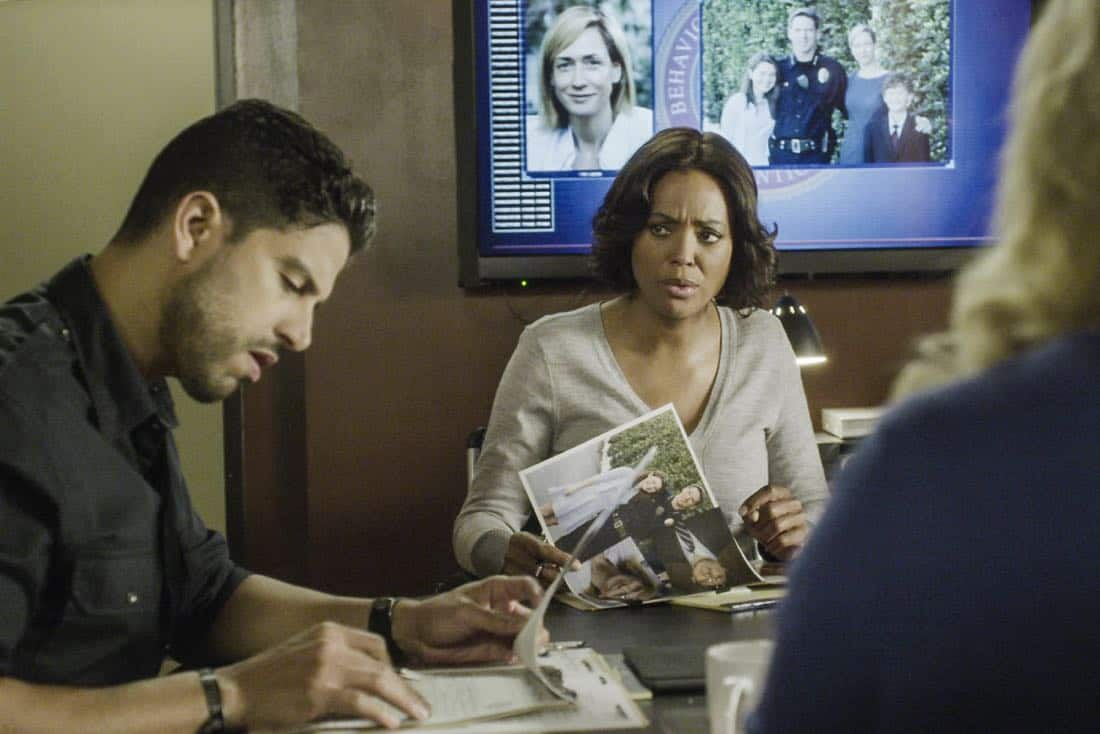 """""""Full-Tilt Boogie"""" -- The BAU team's investigation into the home invasion and attempted homicide of a police chief's wife uncovers a world of secrets in a small town in Virginia, on CRIMINAL MINDS, Wednesday, Jan. 10 (10:00-11:00 PM, ET/PT) on the CBS Television Network.  Pictured: Adam Rodriguez (Luke Alvez), Aisha Tyler (Dr. Tara Lewis)   Photo: Best Screen Grab Available ©2017 CBS Broadcasting, Inc. All Rights Reserved"""
