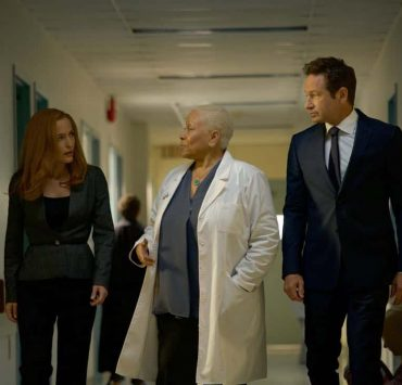 """THE X-FILES: L-R: Gillian Anderson, guest star Denise Dowse and David Duchovny in the """"Plus One"""" episode of THE X-FILES airing Wednesday, Jan. 3 (8:00-9:00 PM ET/PT) on FOX. ©2017 Fox Broadcasting Co. Cr: Shane Harvey/FOX"""