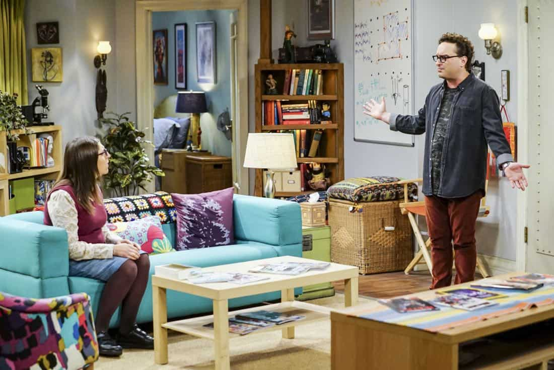 """""""The Separation Triangulation"""" -- Pictured: Amy Farrah Fowler (Mayim Bialik) and Leonard Hofstadter (Johnny Galecki). Koothrappali finds himself in the middle of domestic drama when he learns the woman he's dating, Nell (Beth Behrs), has a very upset husband, Oliver (Walton Goggins). Also, when Sheldon rents his old room back for a quiet place to work, he drives Leonard crazy by being a model tenant, on THE BIG BANG THEORY, Thursday, Jan. 18 (8:00-8:31 PM, ET/PT) on the CBS Television Network. Photo: Sonja Flemming/CBS ©2018 CBS Broadcasting, Inc. All Rights Reserved."""