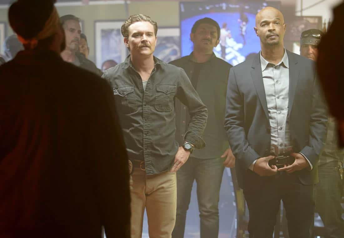"""LETHAL WEAPON: Pictured L-R: Clayne Crawford and Damon Wayans in the """"Better Chemistry"""" episode of LETHAL WEAPON airing Tuesday, Jan. 9 (8:00-9:00 PM ET/PT) on FOX. ©2017 Fox Broadcasting Co. CR: Erik Voake/FOX"""