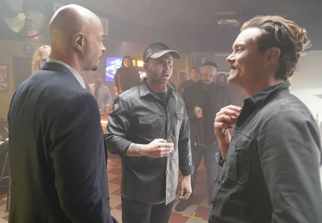 """LETHAL WEAPON: Pictured L-R: Damon Wayans, guest star Matt DiBenedetto and Clayne Crawford in the """"Better Living Through Chemistry"""" episode of LETHAL WEAPON airing Tuesday, Jan. 16 (8:00-9:00 PM ET/PT) on FOX. ©2017 Fox Broadcasting Co. CR: Erik Voake/FOX"""