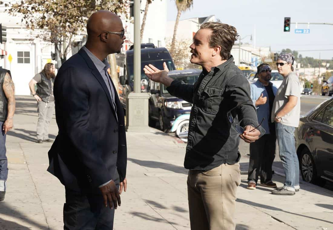"""LETHAL WEAPON: Pictured L-R: Damon Wayans and Clayne Crawford in the """"Better Chemistry"""" episode of LETHAL WEAPON airing Tuesday, Jan. 9 (8:00-9:00 PM ET/PT) on FOX. ©2017 Fox Broadcasting Co. CR: Erik Voake/FOX"""