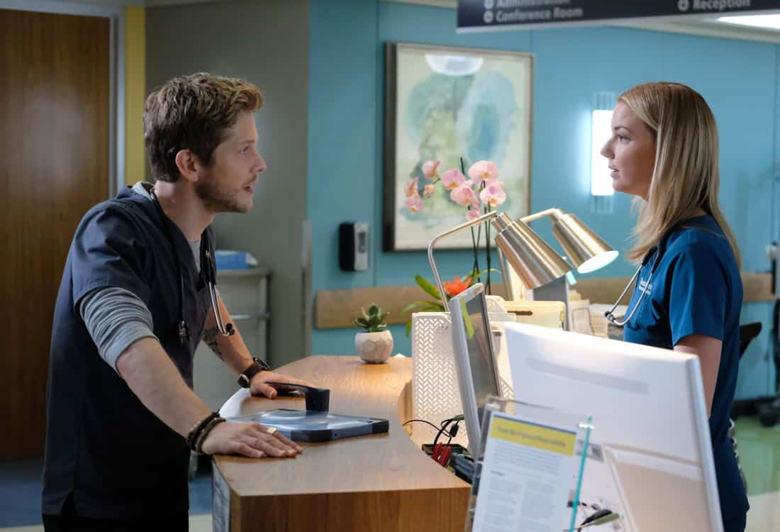 THE RESIDENT: L-R: Matt Czuchry and Emily VanCamp in THE RESIDENT premiering Sunday, Jan. 21 (10:00-11:00 PM ET/7:00-8:00 PM PT), following the NFC CHAMPIONSHIP GAME, and makes its time period premiere on Monday, Jan. 22 (9:00-10:00 PM ET/PT). on FOX. ©2017 Fox Broadcasting Co. Cr: Guy D'Alema/FOX