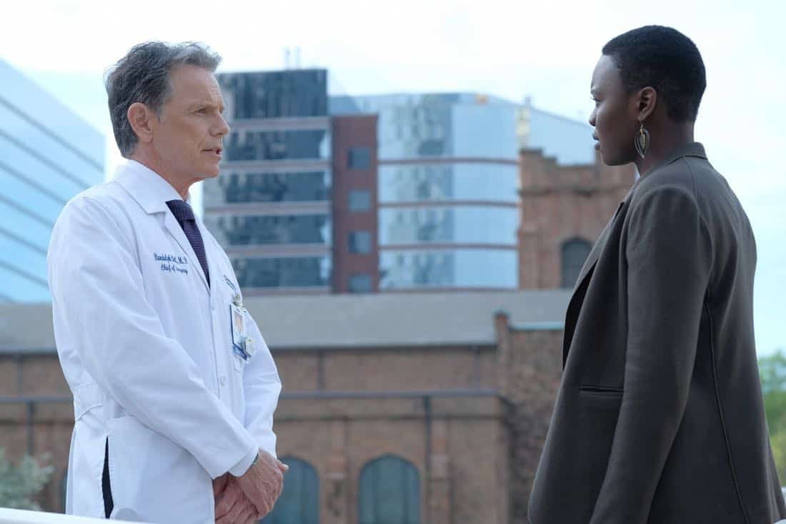 THE RESIDENT: L-R: Bruce Greenwood and Shaunette Renée Wilson in THE RESIDENT premiering Sunday, Jan. 21 (10:00-11:00 PM ET/7:00-8:00 PM PT), following the NFC CHAMPIONSHIP GAME, and makes its time period premiere on Monday, Jan. 22 (9:00-10:00 PM ET/PT). on FOX. ©2017 Fox Broadcasting Co. Cr: Guy D'Alema/FOX