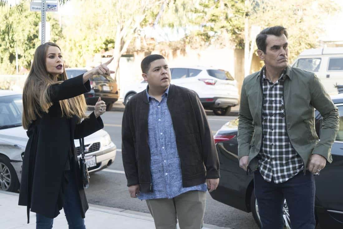 """MODERN FAMILY - """"In Your Head"""" - When Luke goes missing after a night out in a sketchy neighborhood, Manny, Phil and Gloria team up to track him down. Meanwhile, Haley is desperate to land an interview with the creator of a popular lifestyle website and interrupts Alex during one of her college classes. Alex's professor, Arvin Fennerman (Chris Geere), then proceeds to try and give Haley a piece of his mind on """"Modern Family,"""" WEDNESDAY, JAN. 17 (9:00-9:31 p.m. EST), on The ABC Television Network. (ABC/Ron Tom) SOFIA VERGARA, RICO RODRIGUEZ, TY BURRELL"""