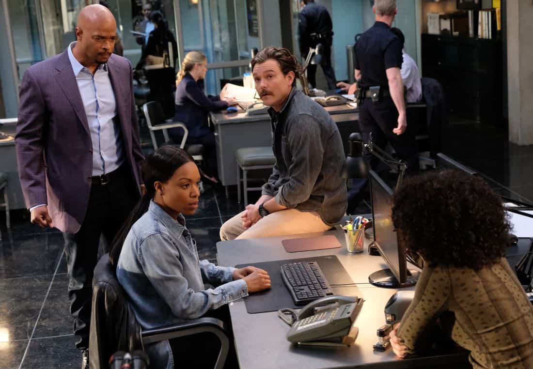 "LETHAL WEAPON: Pictured L-R: Clayne Crawford, Kevin Rahm and Damon Wayans in the ""Double Shot of Bailey's"" episode of LETHAL WEAPON airing Tuesday, Jan. 16 (8:00-9:00 PM ET/PT) on FOX. ©2017 Fox Broadcasting Co. CR: Darren Michaels/FOX"