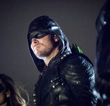 "Arrow -- ""We Fall"" -- Image Number: AR611a_0235.jpg -- Pictured (L-R): Juliana Harkavy as Dinah Drake/Black Canary and Stephen Amell as Oliver Queen/Green Arrow -- Photo: Dean Buscher/The CW -- © 2018 The CW Network, LLC. All Rights Reserved."