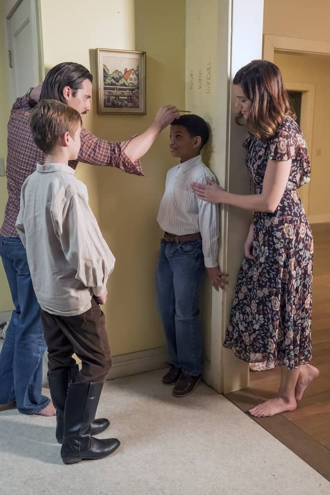 """THIS IS US -- """"That'll Be The Day"""" Episode 213 -- Pictured: (l-r) Parker Bates as Kevin, Milo Ventimiglia as Jack, Lonnie Chavis as Randall, Mandy Moore as Rebecca -- (Photo by: Ron Batzdorff/NBC)"""