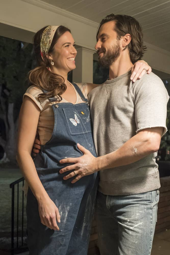 """THIS IS US -- """"That'll Be The Day"""" Episode 213 -- Pictured: (l-r) Mandy Moore as Rebecca, Milo Ventimiglia as Jack -- (Photo by: Ron Batzdorff/NBC)"""
