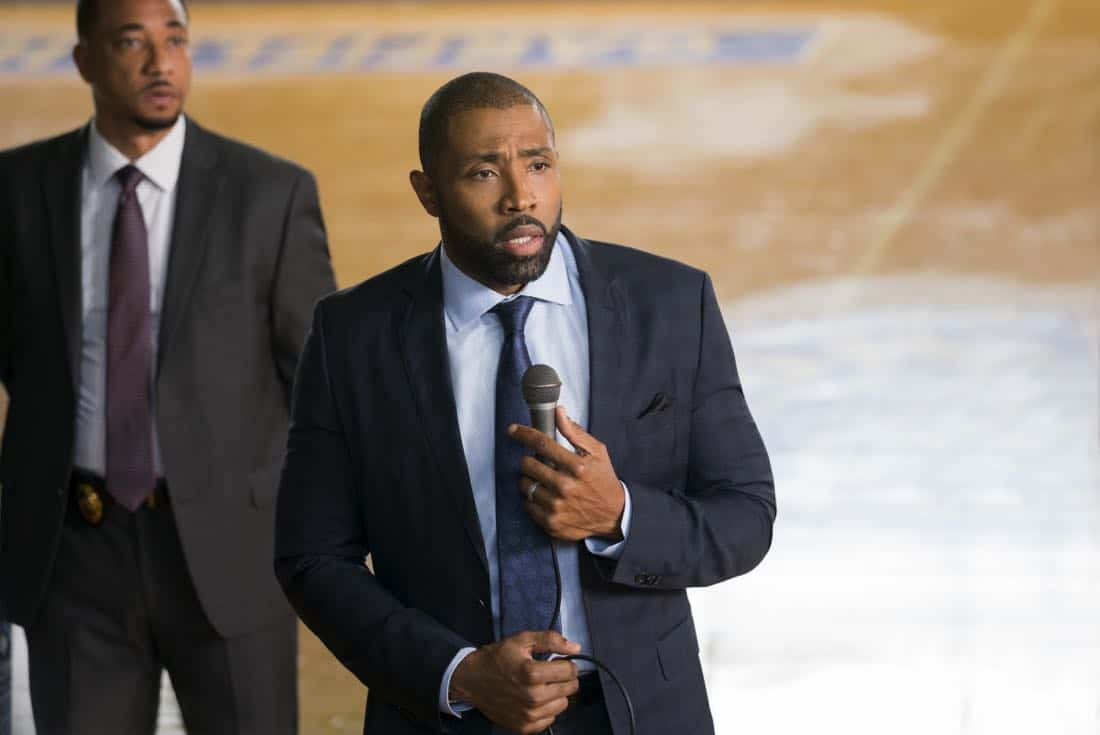 "Black Lightning -- ""LaWanda: The Book of Hope"" -- Image BLK102b_0119r.jpg -- Pictured: Cress Williams as Jefferson Pierce -- Photo: Richard Ducree/The CW -- © 2018 The CW Network, LLC. All rights reserved."