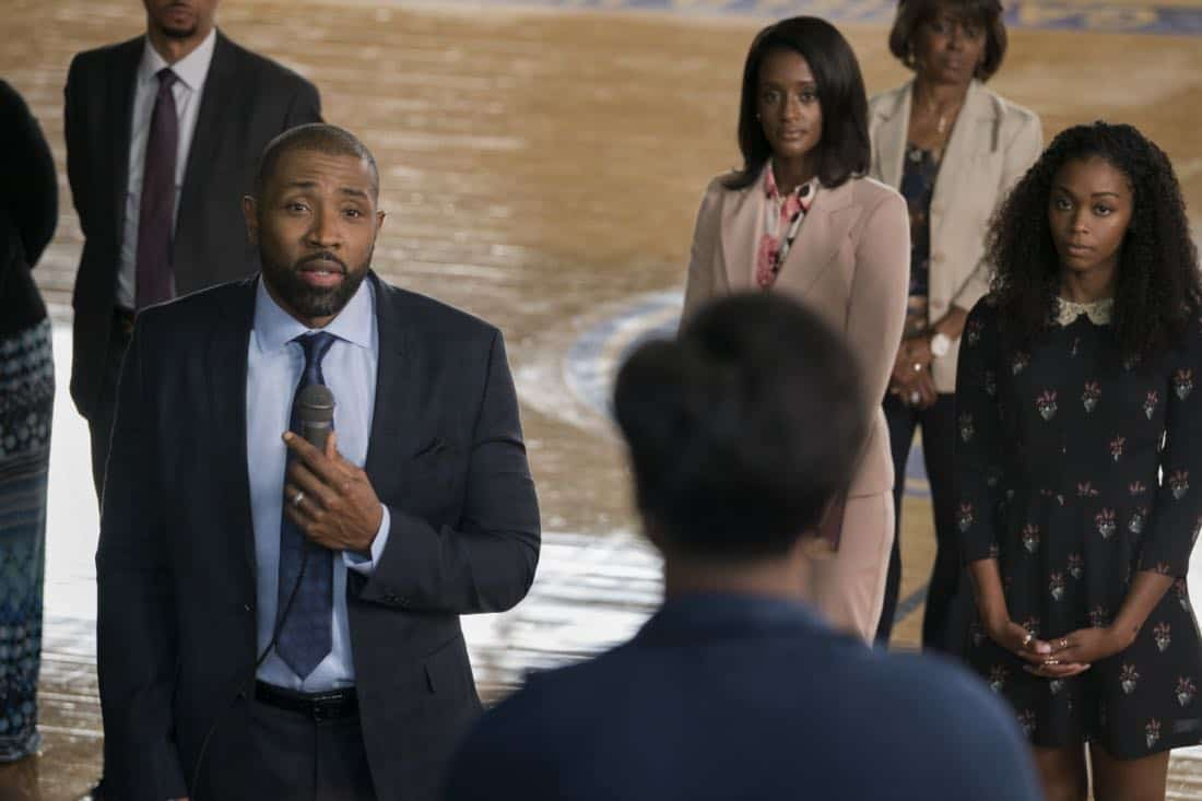 "Black Lightning -- ""LaWanda: The Book of Hope"" -- Image BLK102b_0192r.jpg -- Pictured (L-R): Cress Williams as Jefferson Pierce, Skye P. Marshall as Ms.Fowdy and Nafessa Williams as Anissa Pierce -- Photo: Richard Ducree/The CW -- © 2018 The CW Network, LLC. All rights reserved."