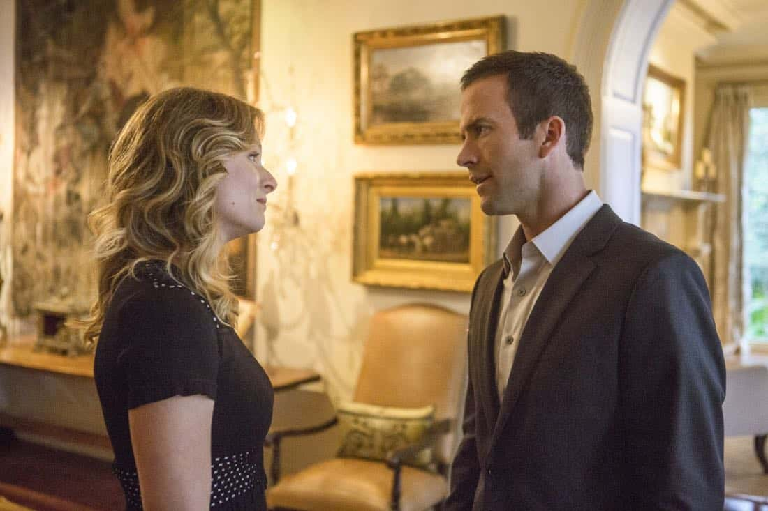 """Ties That Bind"" -- A petty officer's murder leads the team to a family-owned night club where Pride's mother used to perform weekly. Also, Lasalle must urgently return home to Alabama after receiving an unexpected call from his family, on NCIS: NEW ORLEANS, Tuesday, Jan. 23 (10:00-11:00 PM, ET/PT) on the CBS Television Network. Pictured L-R: Tess Soltau as Rachel Modine and Lucas Black as Special Agent Christopher LaSalle Photo: Skip Bolen/CBS ©2017 CBS Broadcasting, Inc. All Rights Reserved"