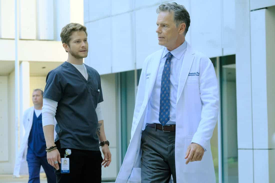 "THE RESIDENT: L-R: Matt Czuchry and Bruce Greenwood in the ""Independence Day"" time period premiere episode of THE RESIDENT airing Monday, Jan. 22 (9:00-10:00 PM ET/PT) on FOX ©2017 Fox Broadcasting Co. Cr: Guy D'Alema/FOX"