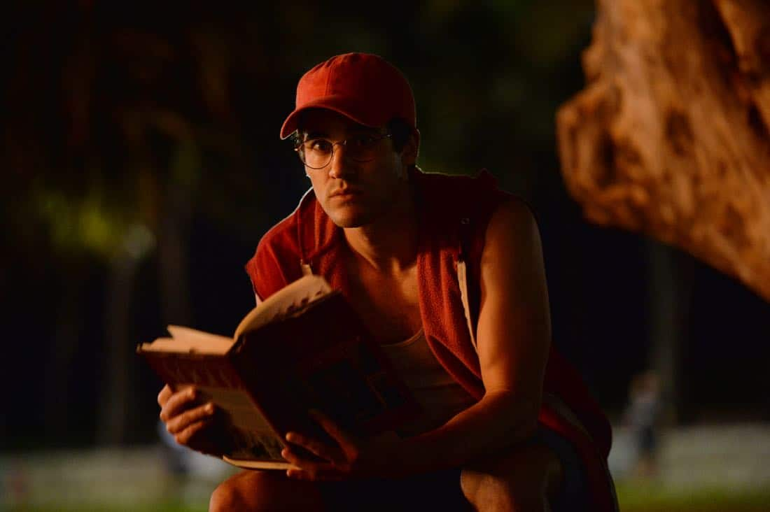 "THE ASSASSINATION OF GIANNI VERSACE: AMERICAN CRIME STORY ""Manhunt"" Episode 2 (Airs Wednesday. January 24, 10:00 p.m. e/p) -- Pictured: Darren Criss as Andrew Cunanan. CR: Jeff Daly/FX"