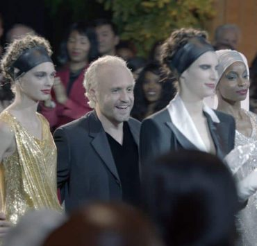 """THE ASSASSINATION OF GIANNI VERSACE: AMERICAN CRIME STORY """"Manhunt"""" Episode 2 (Airs Wednesday. January 24, 10:00 p.m. e/p) -- Pictured: (center) Edgar Ramirez as Gianni Versace. CR: FX"""
