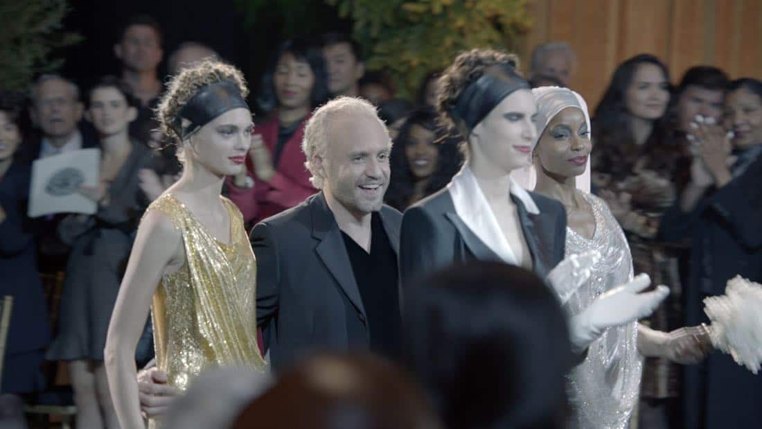"THE ASSASSINATION OF GIANNI VERSACE: AMERICAN CRIME STORY ""Manhunt"" Episode 2 (Airs Wednesday. January 24, 10:00 p.m. e/p) -- Pictured: (center) Edgar Ramirez as Gianni Versace. CR: FX"
