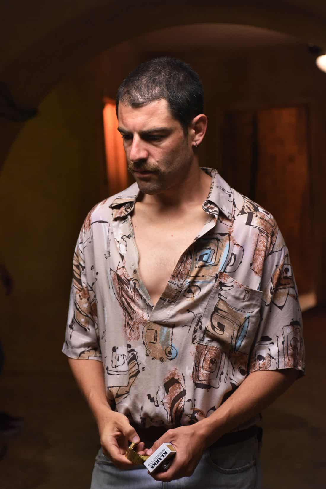 "THE ASSASSINATION OF GIANNI VERSACE: AMERICAN CRIME STORY ""Manhunt"" Episode 2 (Airs Wednesday. January 24, 10:00 p.m. e/p) -- Pictured: Max Greenfield as Ronnie. CR: Ray Mickshaw/FX"