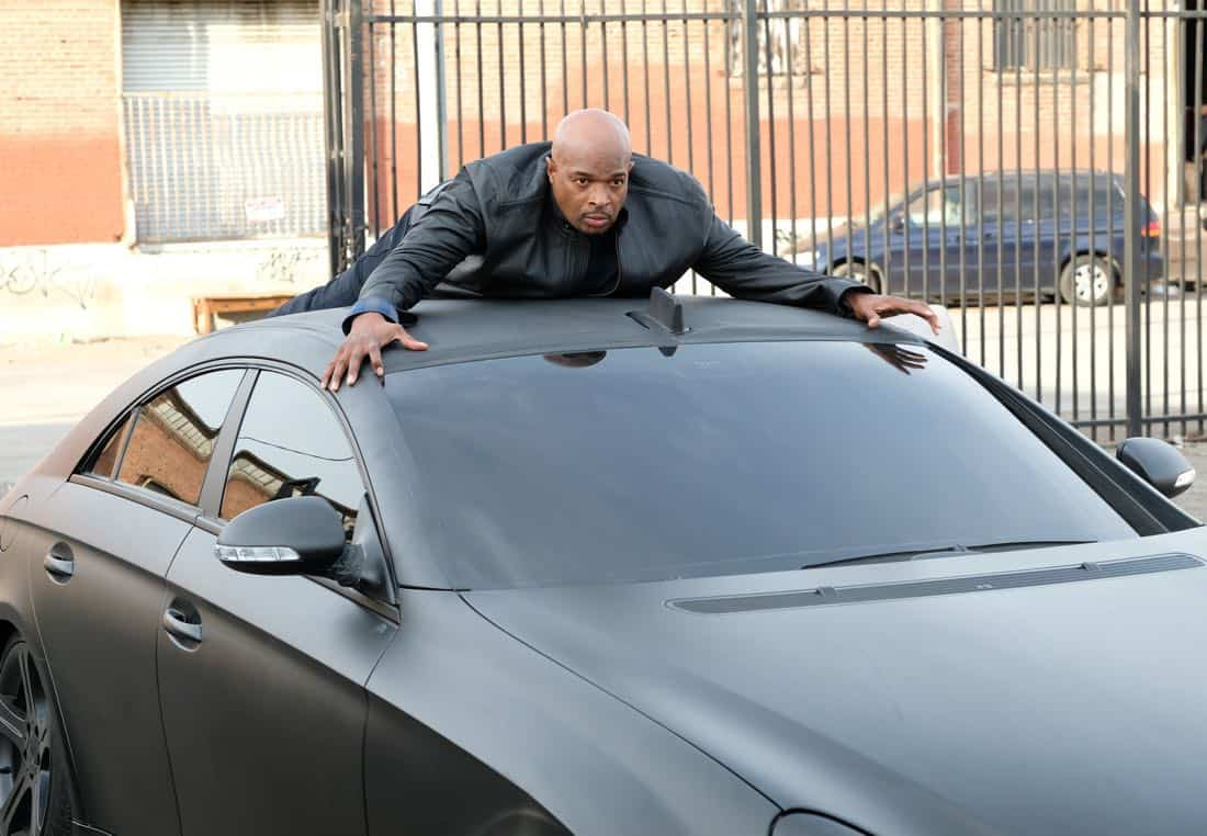 "LETHAL WEAPON: Damon Wayans in the ""Inconvenient Ruth"" episode of LETHAL WEAPON airing Tuesday, Feb. 6 (8:00-9:00 PM ET/PT) on FOX. ©2018 Fox Broadcasting Co. CR: Ray Mickshaw/FOX"