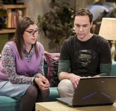 """""""The Novelization Correlation"""" -- Pictured: Amy Farrah Fowler (Mayim Bialik) and Sheldon Cooper (Jim Parsons). When Sheldon petitions Wil Wheaton to appear on the new Professor Proton show, Wil offers a role to Amy instead. Also, Penny gets angry when she thinks the female protagonist in Leonard's novel is based on her, on THE BIG BANG THEORY, Thursday, Feb. 1 (8:00-8:31 PM, ET/PT), on the CBS Television Network. Christine Baranski and Wil Wheaton return to guest star. Photo: Michael Yarish/Warner Bros. Entertainment Inc. © 2018 WBEI. All rights reserved."""