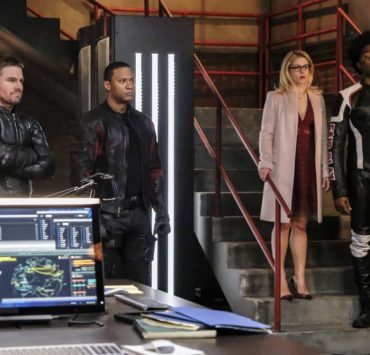 """Arrow -- """"All for Nothing"""" -- Image Number: AR612a_0035.jpg -- Pictured (L-R): Stephen Amell as Oliver Queen/Green Arrow, David Ramsey as John Diggle/Spartan, Emily Bett Rickards as Felicity and Echo Kellum as Curtis Holt/Mr. Terrific -- Photo: Bettina Strauss/The CW -- © 2018 The CW Network, LLC. All rights Reserved."""