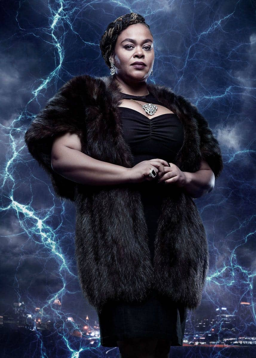 Black Lightning -- Image BLK_SINGLES_LADY_EVE.jpg -- Pictured: Jill Scott as Lady Eve -- Photo: Mark Hill/The CW -- © 2018 The CW Network, LLC. All rights reserved