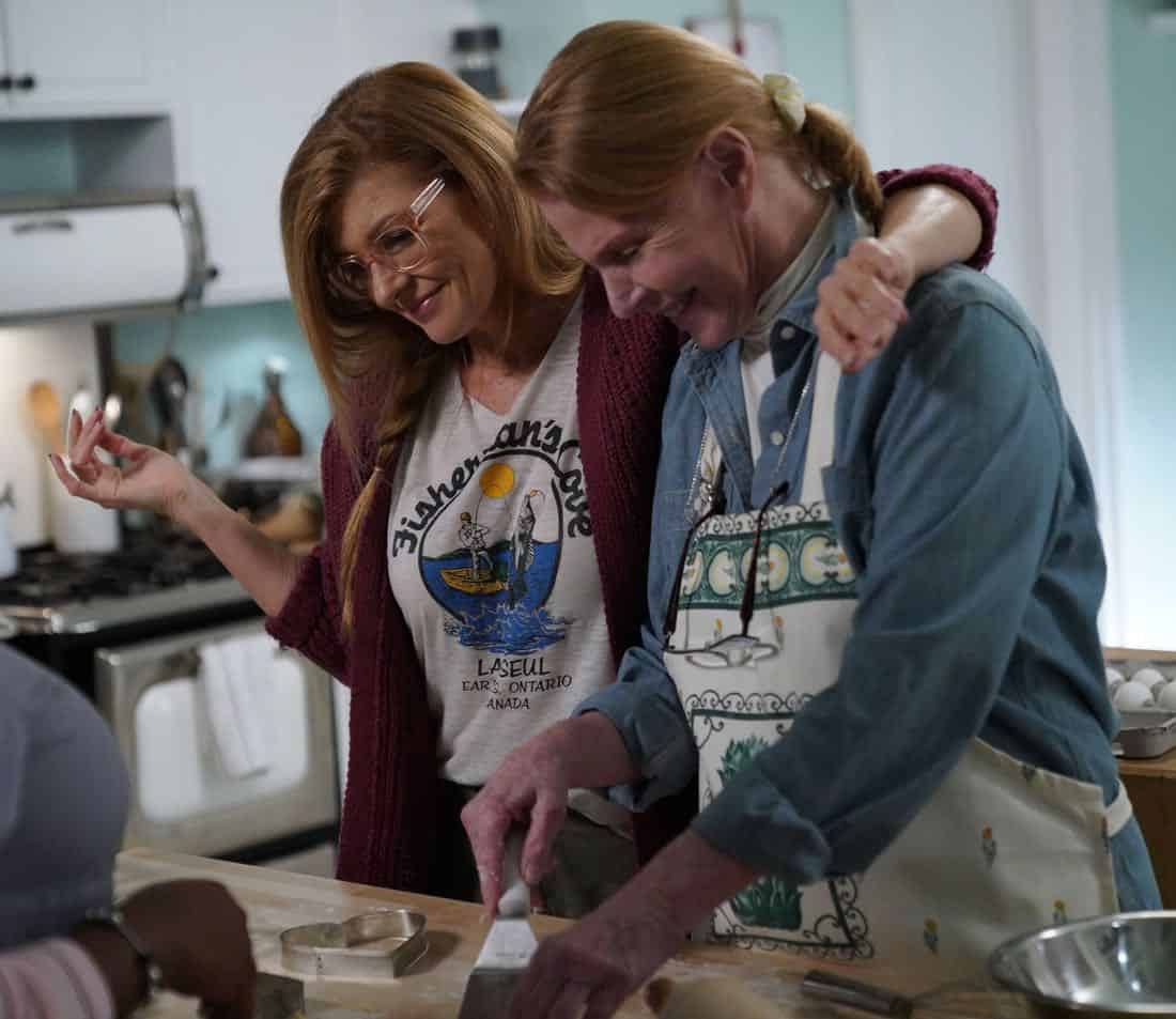 "9-1-1: L-R: Connie Britton and Mariette Hartley in the all-new ""Heartbreaker"" episode of 9-1-1 airing Wednesday, Feb. 7 (9:00-10:00 PM ET/PT) on FOX. CR: FOX. © 2018 FOX Broadcasting."